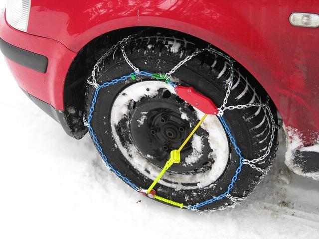 Catene da neve per auto, croce e delizia degli automobilisti
